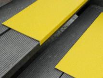 Противоскользящая пластина с углом, 230х1000х30х3,8 мм, размер абразива 12 Grit, желтый цвет