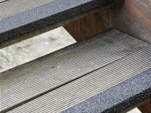 Противоскользящий профиль для краев ступеней, 70х1000х30х4,2 мм, размер абразива 12 Grit, черный цвет