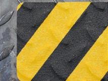 Для неровных, рифленых и грубых поверхностей, желто-черный цвет (формуемый тип ленты)