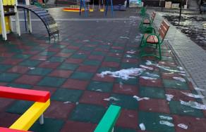 Детская площадка во дворе жилого комплекса